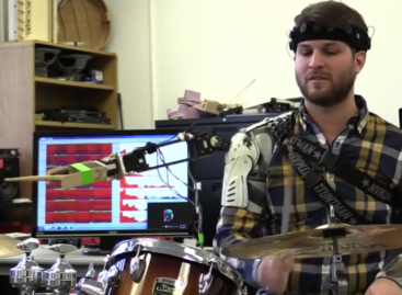 Robotic Arm Allows 'Cyborg Drumming'