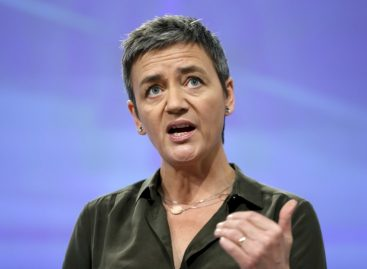 EU Competition Chief Set to Charge Google with Android Abuse: Sources