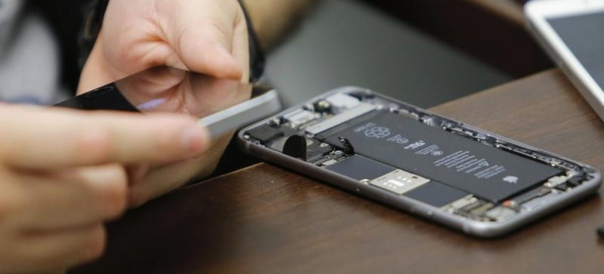 FBI Will Not Share iPhone Unlocking Mechanism, Cites Lack of Ownership