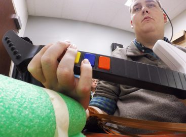 Paralysed Man Can Now Use His Hand Thanks to Pioneering Software