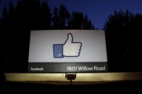 Senate Committee Questions Facebook Over News Selection