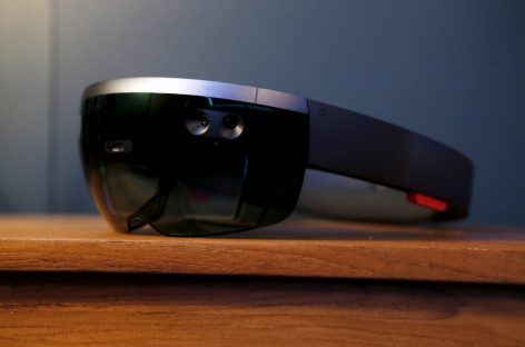 With HoloLens, Microsoft Aims to Avoid Google's Mistakes