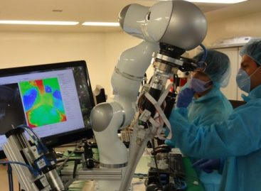 US Scientists Develop 'Robot Surgeon'