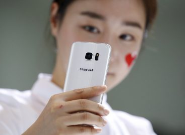 To Halt Smartphone Slide, Samsung Rewrites Playbook