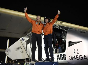 Solar Impulse Becomes First Plane to Go Around the World Using Solar Power