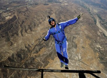 How This Man Survived a 25,000-Foot Jump Without a Parachute