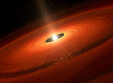 Star's Dust Cloud Gives Birth to Giant Planet