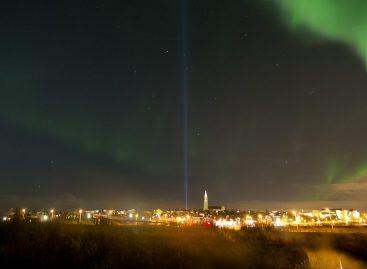 Reykjavik goes dark for Northern Lights show