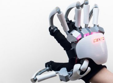 This Exoskeleton Glove Could Let You Feel the 'Shape' of Virtual Reality