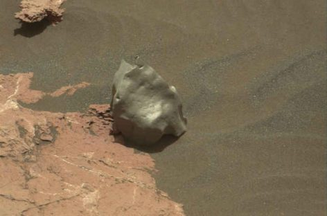 Weird Mars Rock Spied by Curiosity Rover Is Probably a Meteorite