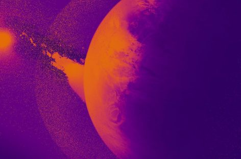 Astronomers Watch as Neptune-Sized Exoplanet Disintegrates